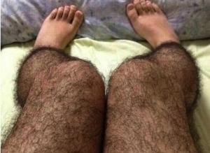 chinesa-inventa-meia-que-imita-perna-peluda-para-afastar-pervertidos-1371747234898_615x300